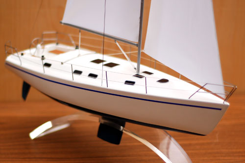 Scale model of sailing yacht Dufour-43, view on fore